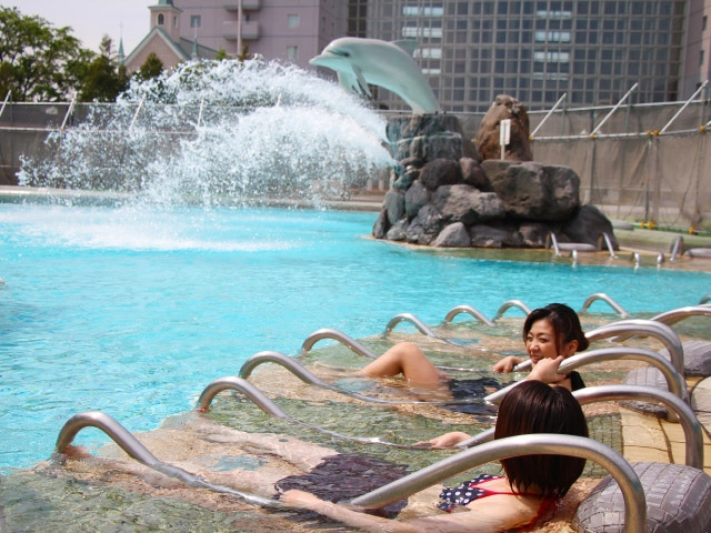 シャトレーゼ ガトーキングダム サッポロホテル&スパ 大人 屋外プール