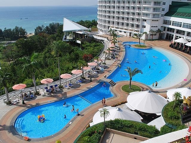 沖縄かりゆしビーチリゾート・オーシャンスパ ガーデンプール