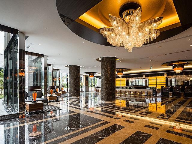 アパホテル&リゾート〈東京ベイ幕張〉 ロビー