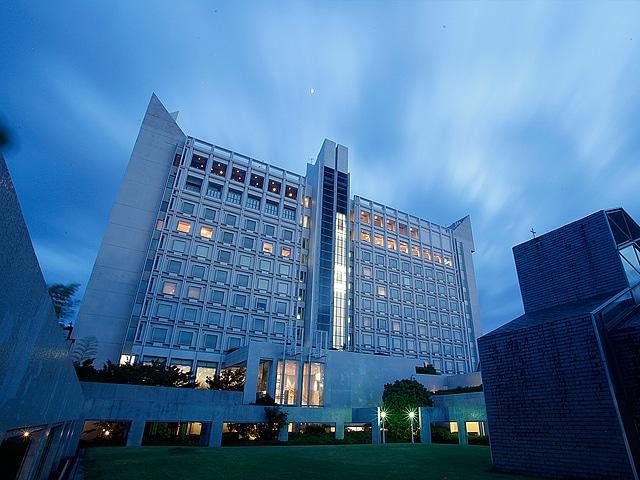 ホテルクラウンパレス北九州 夜の外観