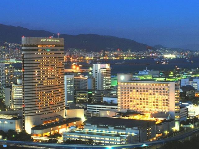 神戸ポートピアホテル 外観(夜)