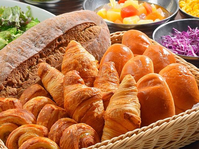 【新宿】プレミアホテル-CABIN-新宿 朝食イメージ パン
