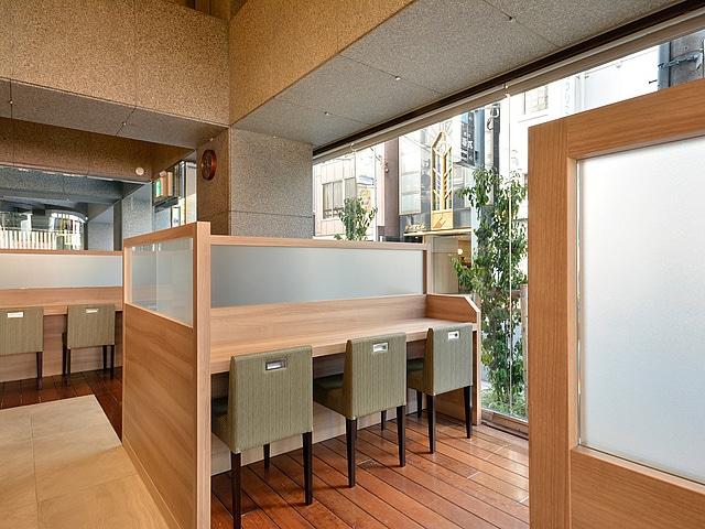 【新宿】プレミアホテル-CABIN-新宿 レストラン(一人掛けブース)