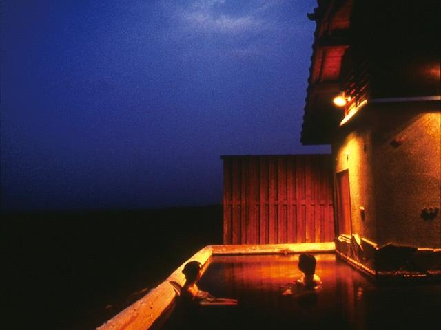 久住高原コテージ 露天風呂(夜)