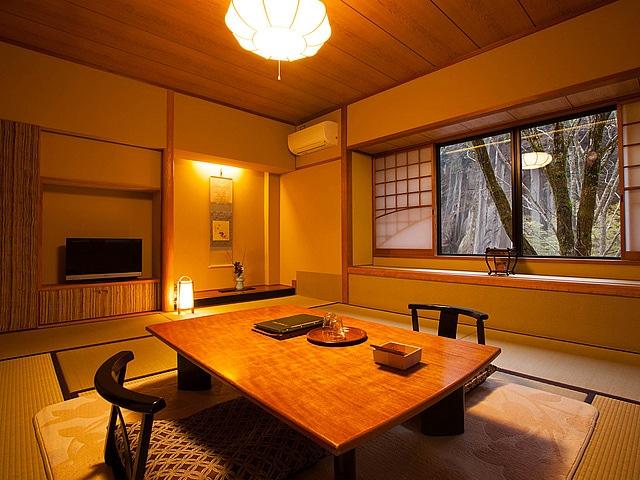 黒川温泉 黒川荘 母屋客室一例 10畳