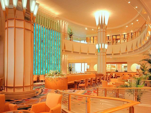 東武ホテルレバント東京 ロビーラウンジ 「クリスタルムーブメント」