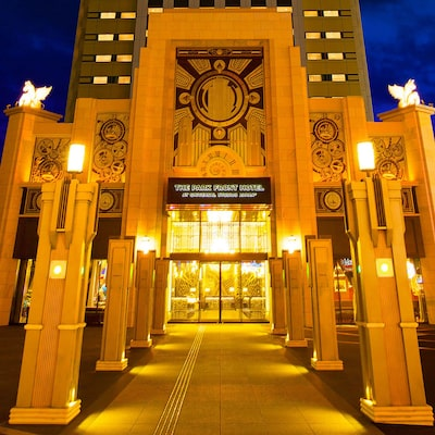 The park front hotel at Universal Studios - Japan ™ image