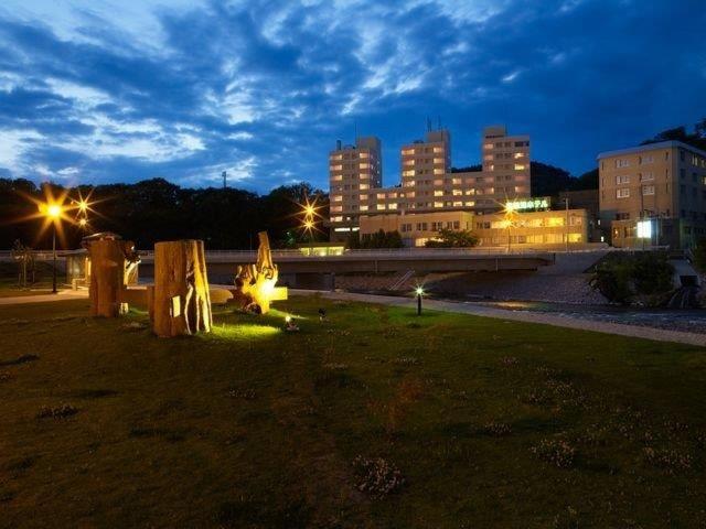 温根湯ホテル 四季平安の館 外観(夜)