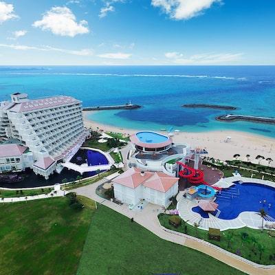 想享受海和遊泳池!這裡驚人的沖繩遊泳池度假區7選形象