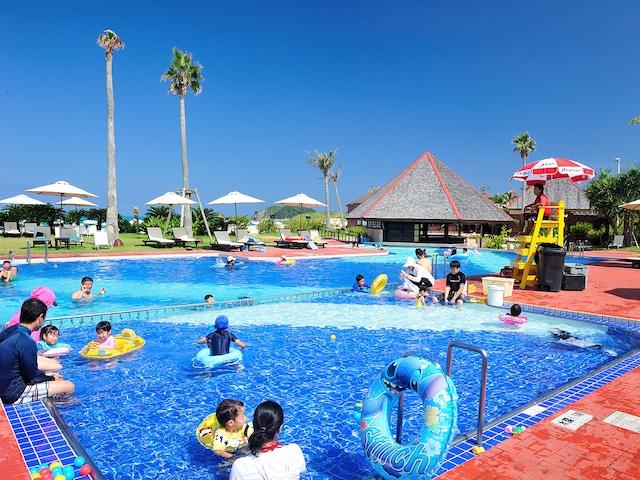 オクマ プライベートビーチ & リゾート プール