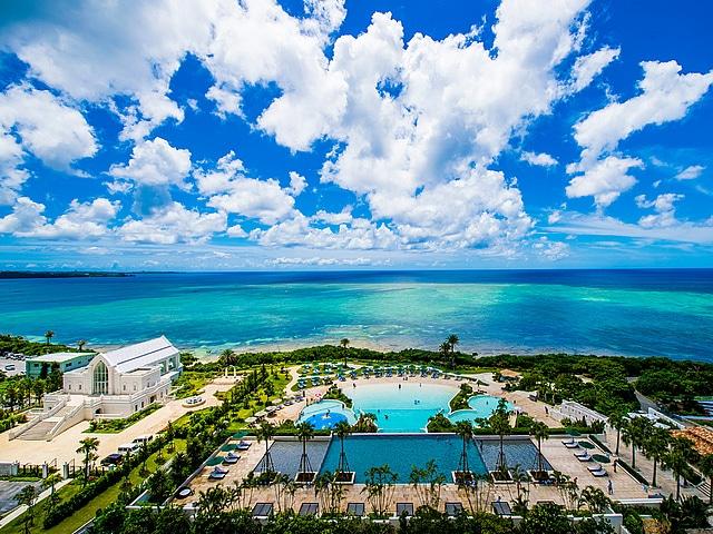 ホテルモントレ沖縄 スパ&リゾート プール