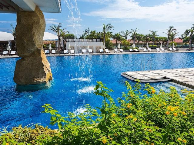 カヌチャベイホテル&ヴィラズ ガーデンプール