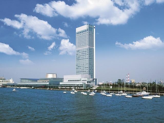 ホテル日航新潟 信濃川からの外観