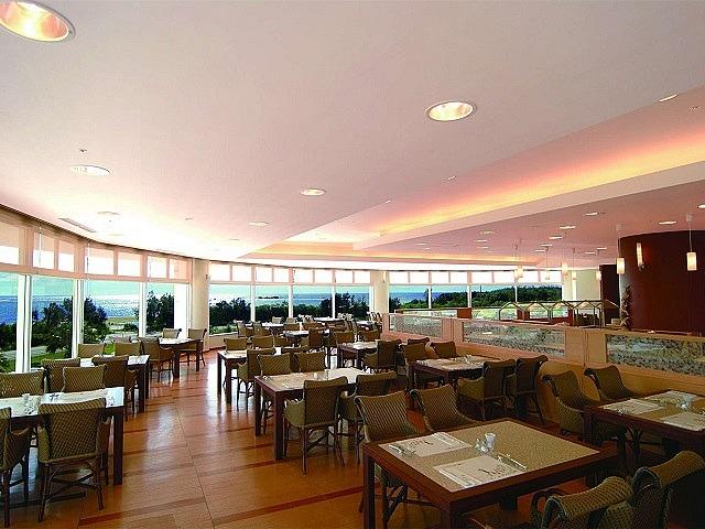 ロイヤルホテル 沖縄残波岬 ブッフェスタイルレストラン コローネ