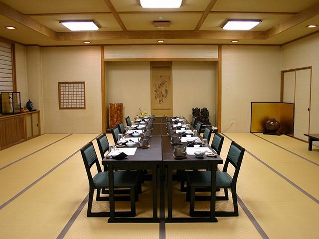 湯の川温泉 大黒屋旅館 大広間・テーブル