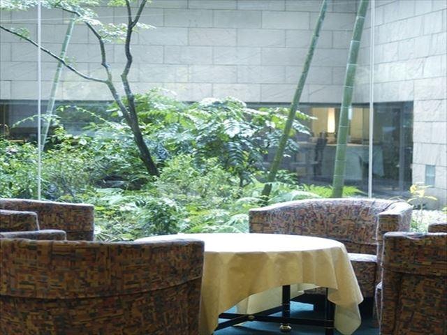 アークホテル熊本城前 中庭