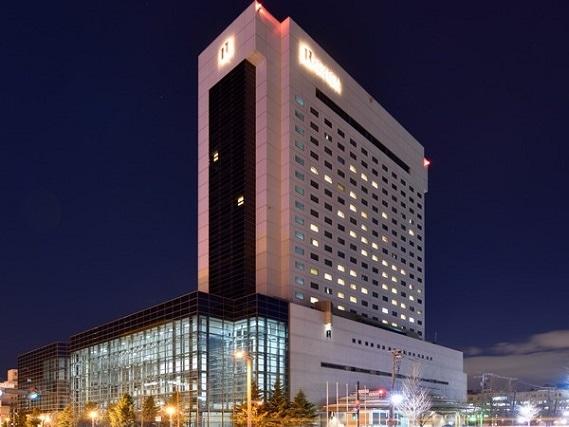 ロイトン札幌 外観(夜)