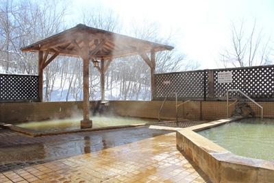 ニセコグランドホテル 冬女性露天風呂