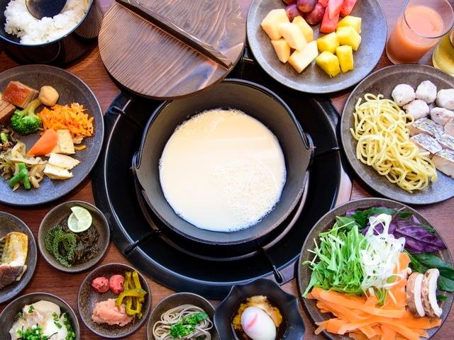 カフーリゾートフチャク コンド・ホテル 琉球 BBQ Blueでのブッフェ朝食イメージ
