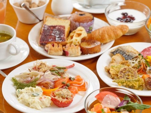 カフーリゾートフチャク コンド・ホテル Wine & Dining The Orangeでのブッフェ朝食イメージ