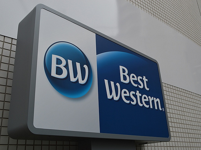 ベストウェスタン大阪塚本 エントランス看板