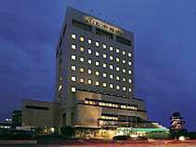 グランプラザ中津ホテル 外観(夜)