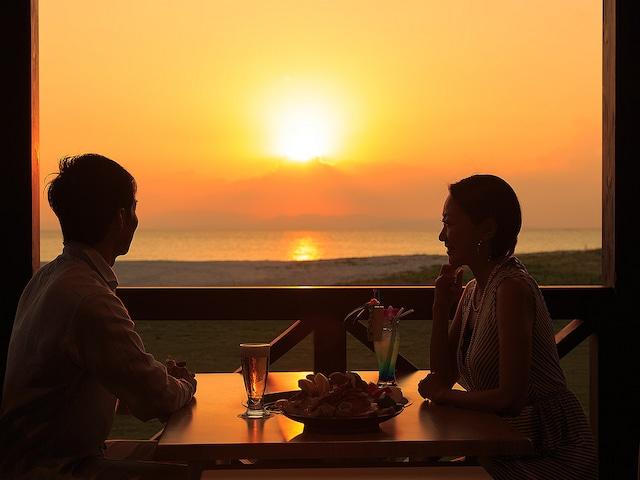 オクマ プライベートビーチ & リゾート レストランビーチサイド一例