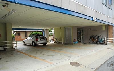 イーストパーク栗林 駐車場