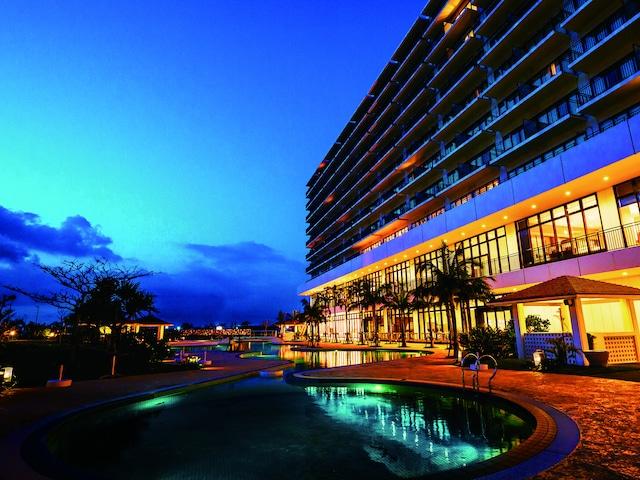 サザンビーチホテル&リゾート沖縄 外観夜