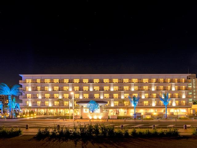 ラ・ジェント・ホテル 沖縄北谷 外観夜