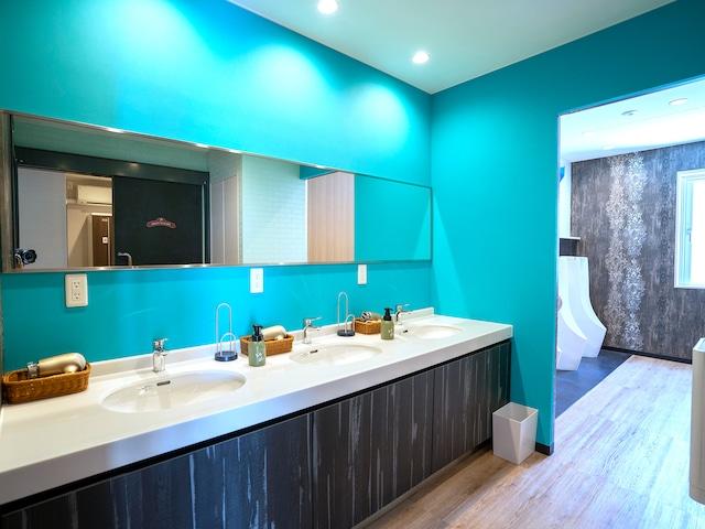 ラ・ジェント・ホテル 沖縄北谷 ドミトリー男性用トイレ