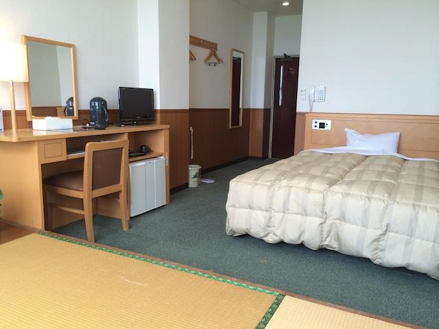ホテル シーワールド トリプル(1名ベッド+2名布団) 和洋室