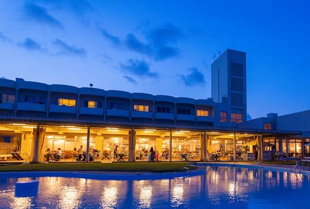 久米島イーフビーチホテル プールサイド