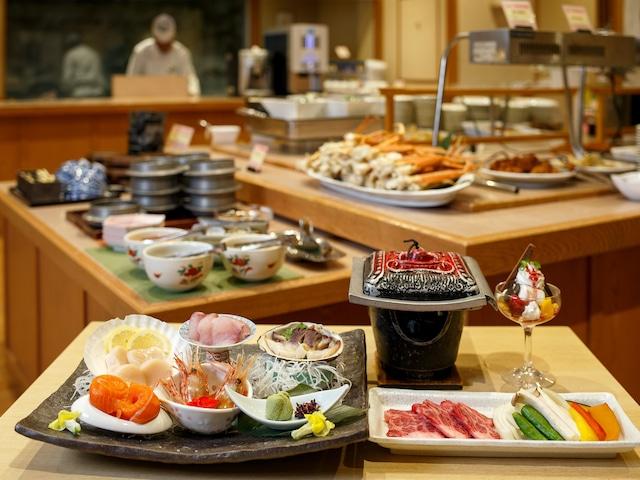 登別 石水亭 ダイニング処「桜房」 季節の会席膳+ハーフバイキング