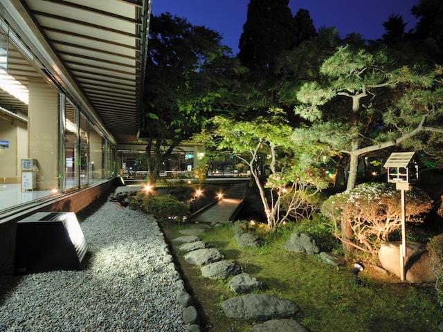 湯元 啄木亭 四季折々の自然を見せる日本庭園