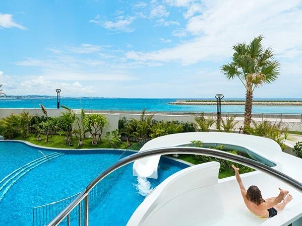 ダブルツリー by ヒルトン沖縄北谷リゾート スライダー付の屋外プール