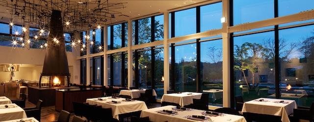 函館大沼 鶴雅リゾートエプイ ゆったりとお食事が堪能できる開放的なレストラン