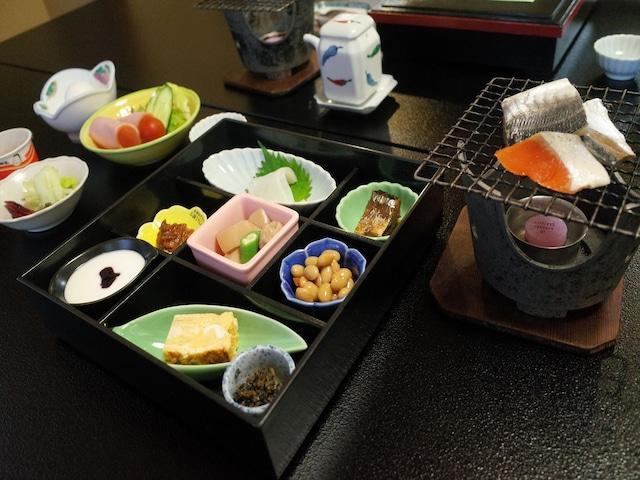 弥彦温泉 お宿 だいろく 朝食一例
