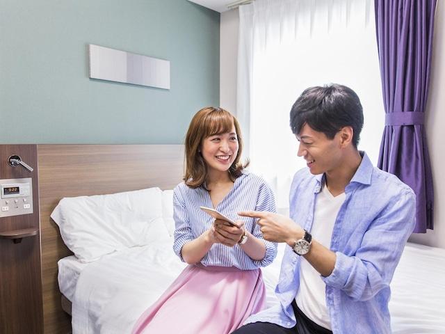コンフォートホテル山形 寛ぐカップル②