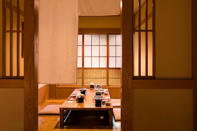 登別 石水亭 ダイニング処「桜房個室」