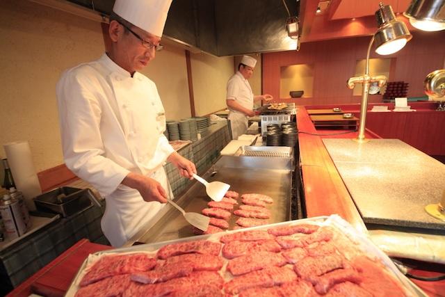 平成館 海羊亭 目の前で調理してくれるため、できたてのアツアツを食べられます。
