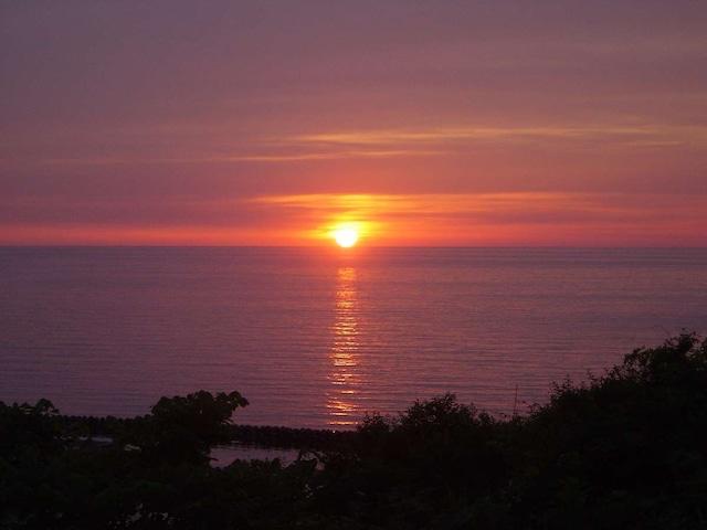 ホテルグランメール山海荘 庭園からの夕日