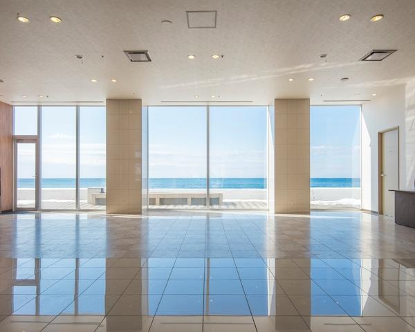 イマジン ホテル&リゾート函館 海が見渡せるロビー