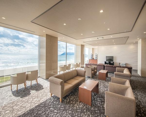 イマジン ホテル&リゾート函館 落ち着いたラウンジでウェルカムドリンクを