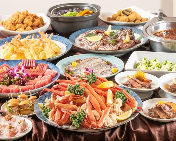 イマジン ホテル&リゾート函館 夕食はカニ食べ放題。(時期によります。)その他にも彩り鮮やかな料理が並びます