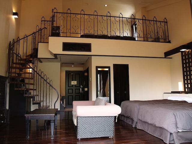 オクマ プライベートビーチ & リゾート メインコテージメゾネット客室一例