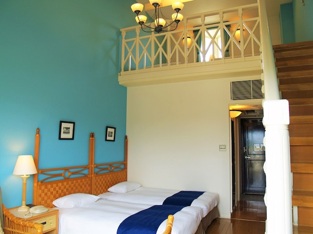 オクマ プライベートビーチ & リゾート パームコテージメゾネット客室一例
