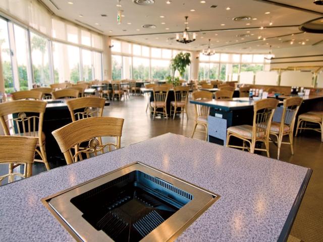 ロイヤルホテル 沖縄残波岬 バーベキューレストラン「ロイヤルパーム」