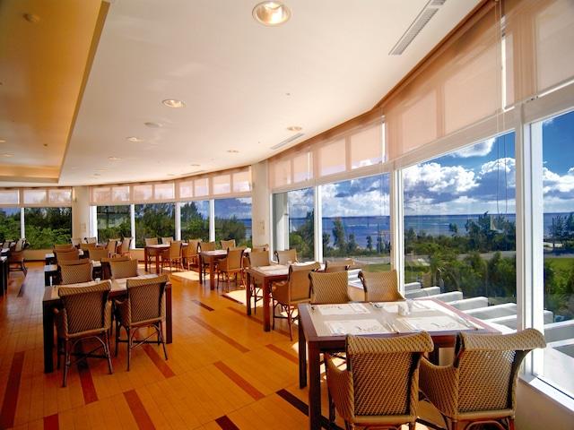 ロイヤルホテル 沖縄残波岬 バイキングレストラン「コローネ」