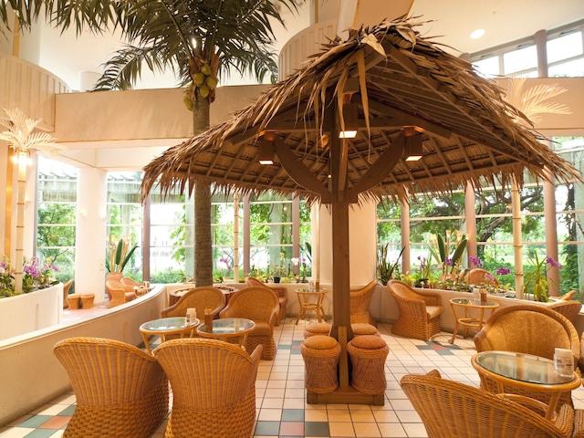 ロイヤルホテル 沖縄残波岬 ティーラウンジ「エメラルド」